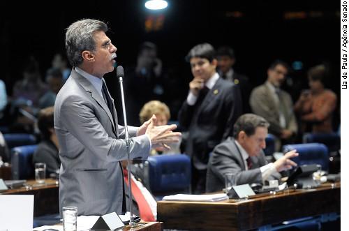 Senado aprova regulamentação da lei das domésticas