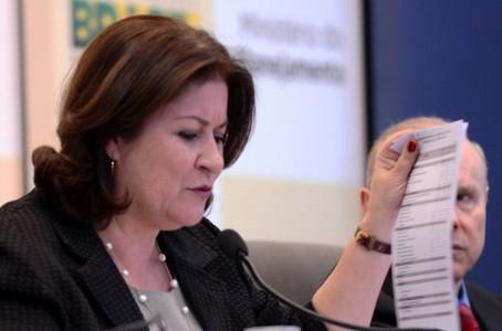 Ministra Miriam Belchior, durante explanação sobre o orçamento de 2014 (foto: Agência Brasil)