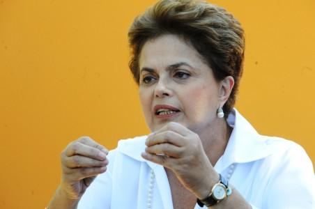 Dilma anunciou novo salário mínimo (foto:agência brasil)