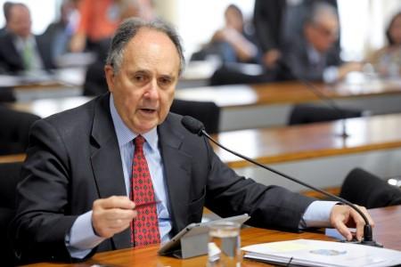 Cristovam Buarque quer adequação nas instalações (foto José Cruz/Ag. Senado)