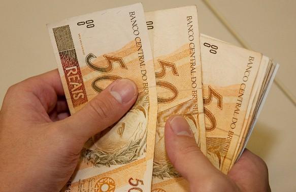 Mínimo em 2016 será de R$ 871