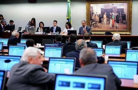 Sessão da Comissão de Justiça: comissão aguarda emendas ao projeto (Foto: Ass. Imprensa/Câmara dos Deputados)
